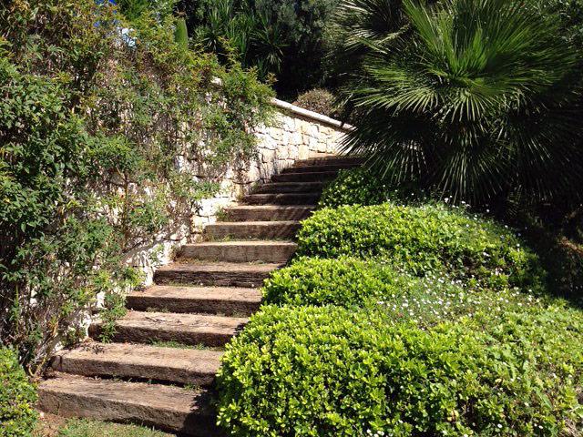 Entreprise lo cricchio espaces verts votre jardinier drap for Recherche jardinier pour entretien jardin
